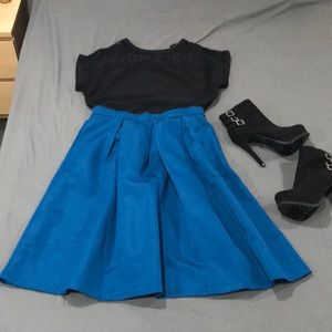 Dresses & Skirts - Turquoise knee length skirt with pockets